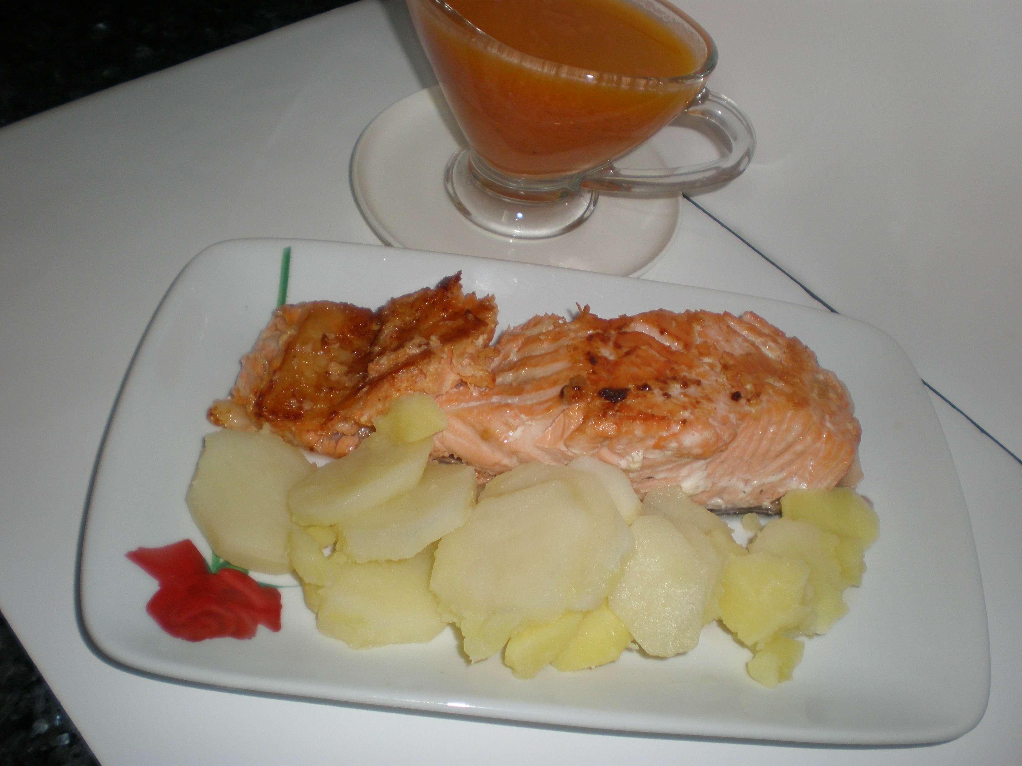 Salmón con mayonesa de tomate