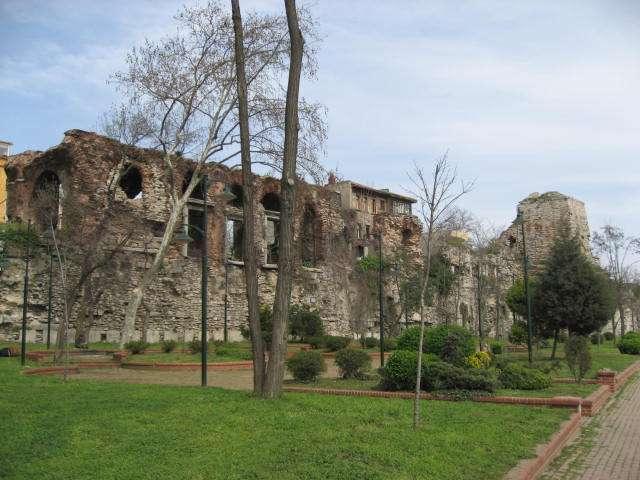 Bukoleon Sarayı | İstanbul'da, Tarihi Yarımadanın Marmara Denizi Kıyısında Bugünkü Cankurt..